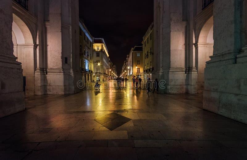 Över natten i Lissabon Gammal stad för marmor portugal royaltyfria bilder