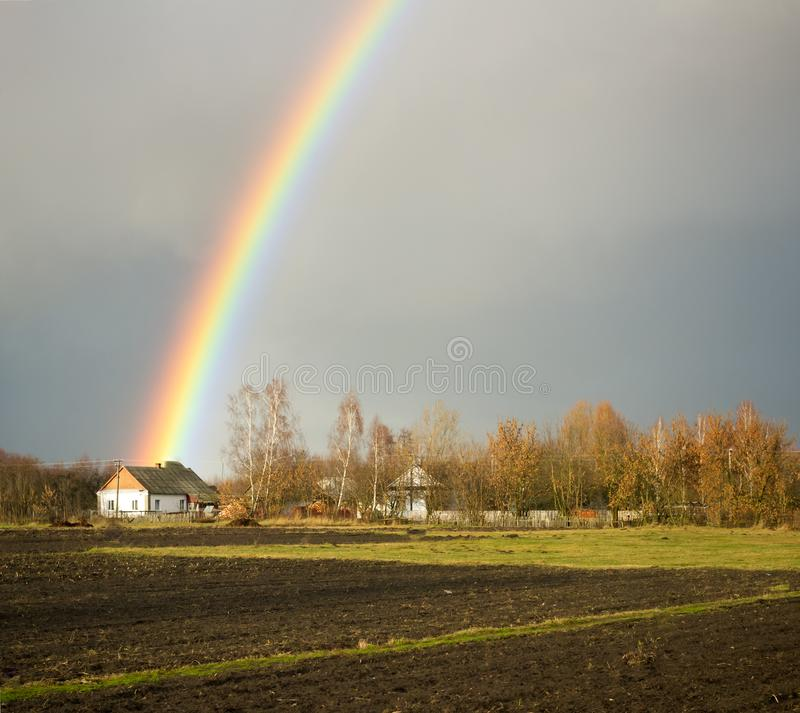 över regnbågeby arkivbilder