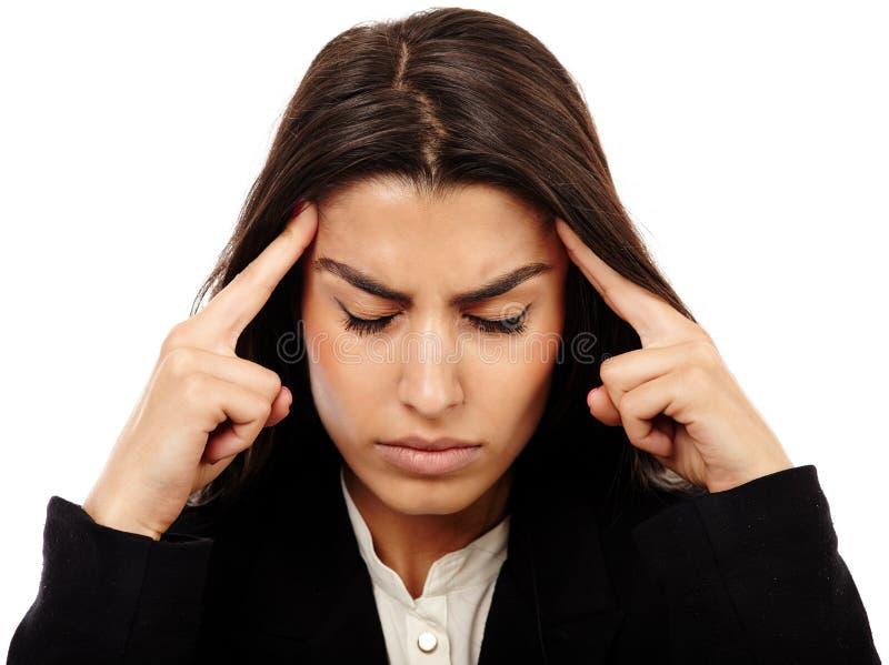 Överansträngt - affärskvinna med stark migrän arkivfoto