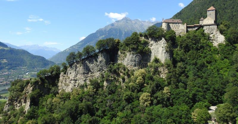 Överblick av den Tyrol slotten royaltyfri foto
