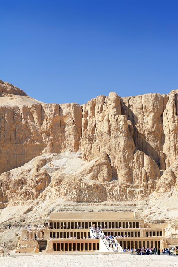 Överblicktempel av drottningen Hatshepsut på Luxor. arkivbilder