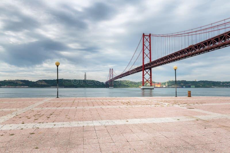 Överbrygga i Lisbon, Portugal royaltyfri fotografi