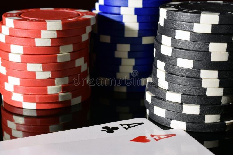 överdängarechiper parar poker arkivfoto
