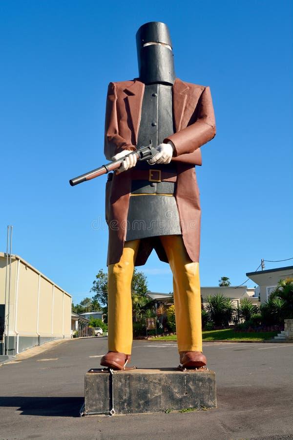 Överdimensionerad staty av fredlöns Ned Kelly i Maryborough, QLD royaltyfria foton
