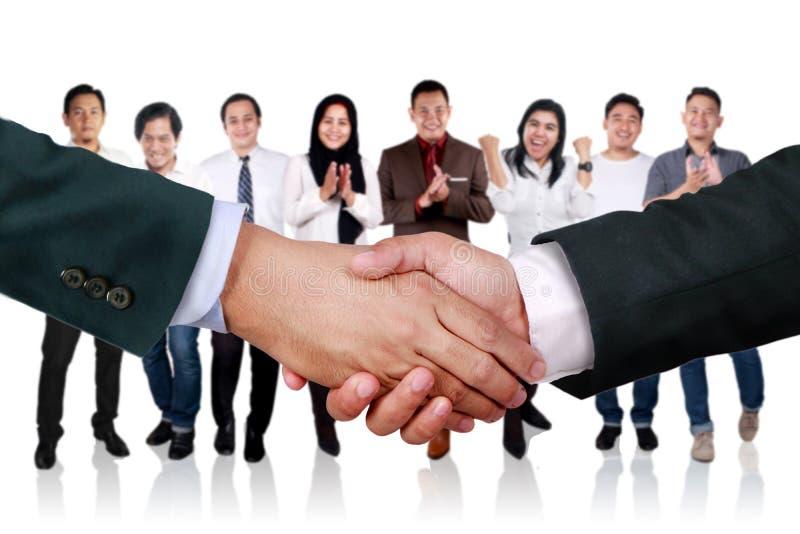 Överenskommelsepartnerskap i affärsidé arkivfoto