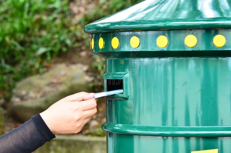 Överför brevet i brevlåda royaltyfria foton