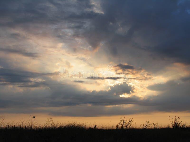 Överflöd av kopieringsutrymme Färgrik himmel på solnedgången Dawn Sunrise Sol över horisont, horisont arkivbilder