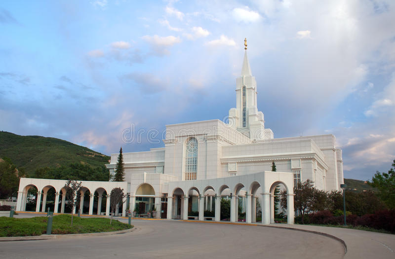 Överflödande Utah LDS tempel fotografering för bildbyråer