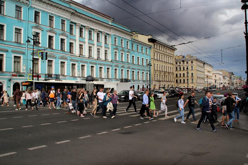 Övergångsställe till och med den Nevsky utsikten på stationen för Nevsky utsikttunnelbana royaltyfri bild