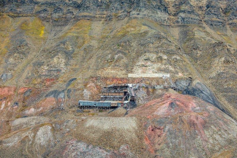 Övergav arktiska kolgruvabyggnader i Longyearbyen, Norge arkivfoton