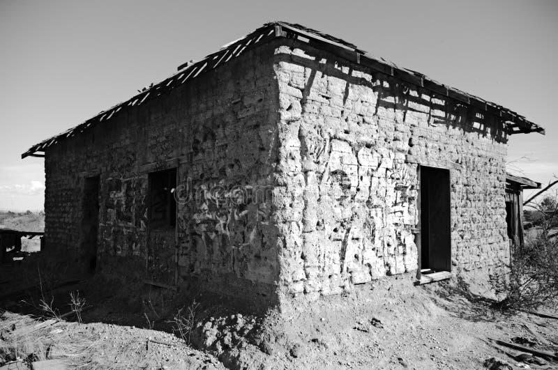 Övergett Adobe hus på Rezen, AZ royaltyfri fotografi