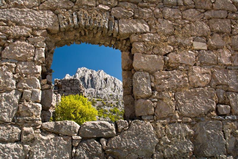 Övergett hus i Tulove Grede, Kroatien royaltyfri bild