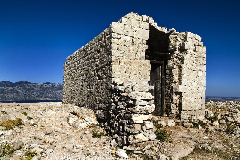 Övergett kapell på överkanten arkivfoton
