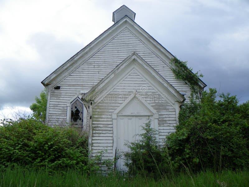 Övergett kyrkligt mötehus i Levanna NY arkivfoto