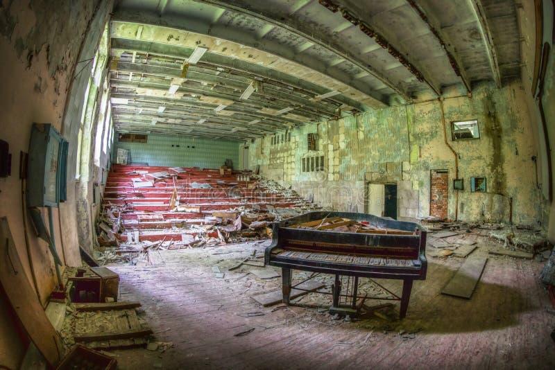 Övergett piano, Tjernobyl arkivfoto