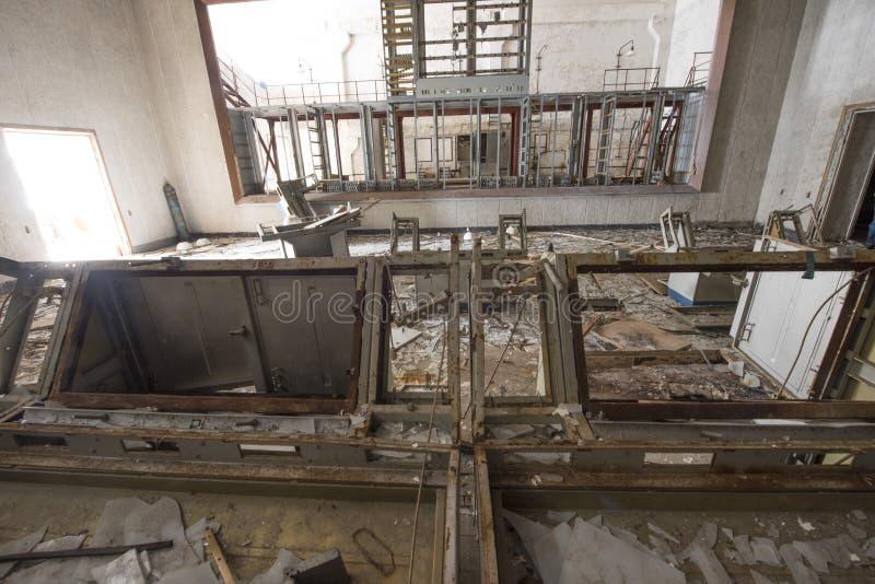 Övergett rum i sovjetisk byggnad för mitt för militärt kommando på DUG royaltyfria bilder
