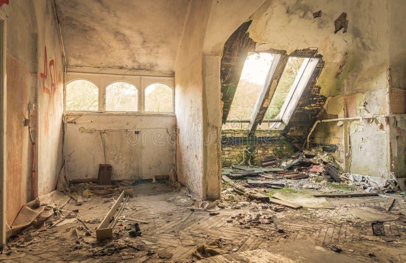 Övergett sjukhus i Beelitz Heilstätten nära Berlin i tysk royaltyfria foton
