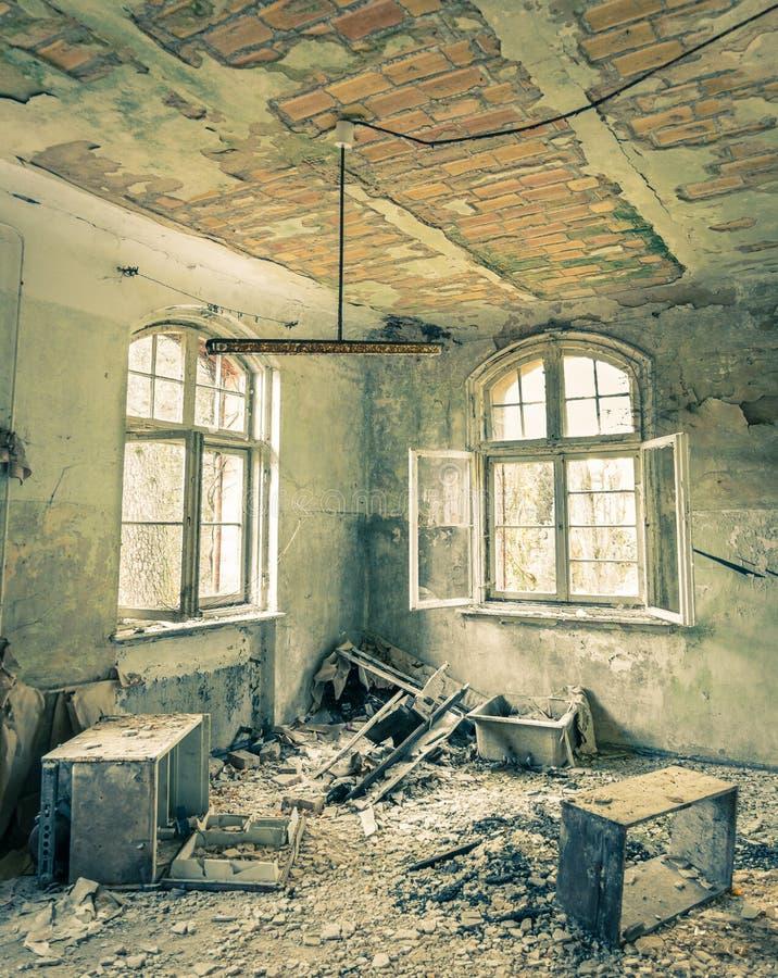 Övergett sjukhus i Beelitz Heilstaetten nära Berlin royaltyfri fotografi