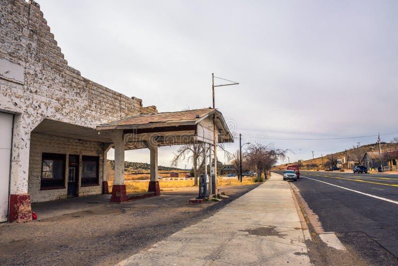 Övergiven bensinstation på historiska Route 66 i Arizona royaltyfria foton