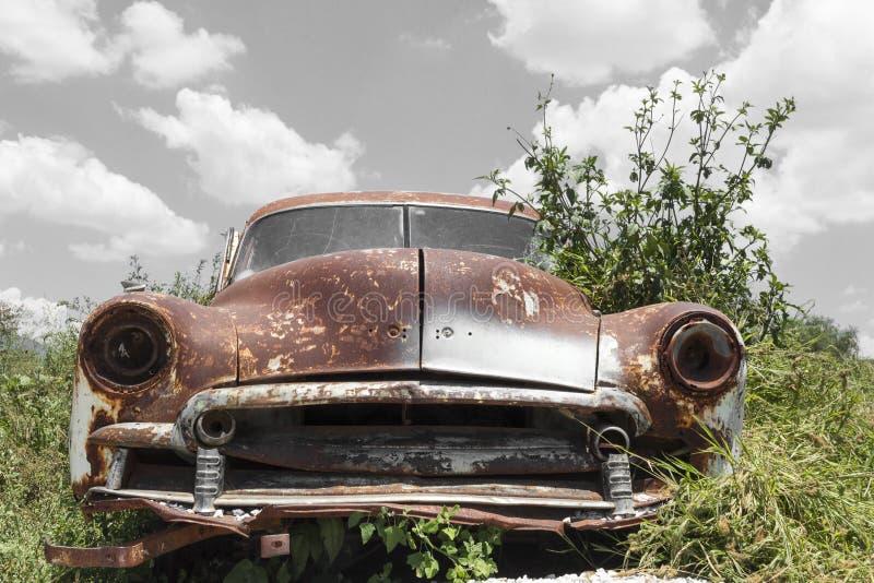 övergiven bil royaltyfri bild