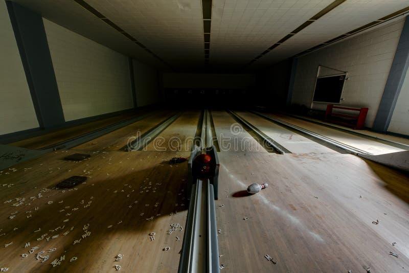 Övergiven bowlingbana - övergett veteransjukhus - Cleveland, Ohio arkivfoto