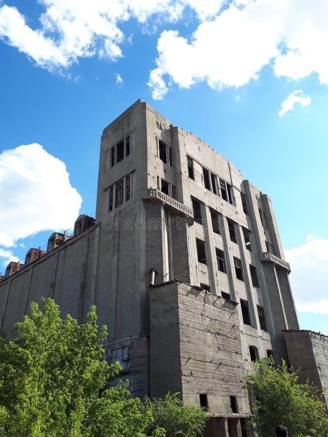 Övergiven byggnad från USSR royaltyfria bilder