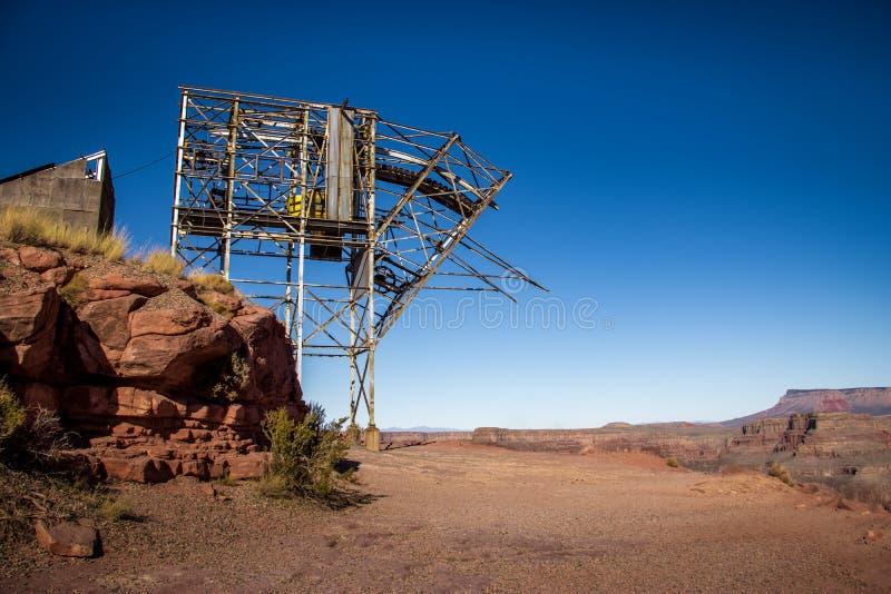 Övergiven flyg- spårväg för kabel av minen på guanopunkt - Grand Canyon västra kant, Arizona, USA fotografering för bildbyråer
