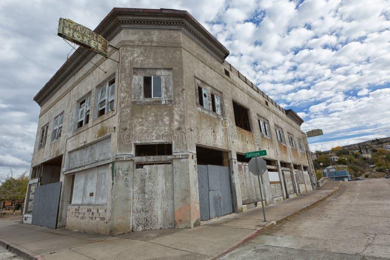 Övergiven hotellbyggnad i Miami Arizona arkivfoton