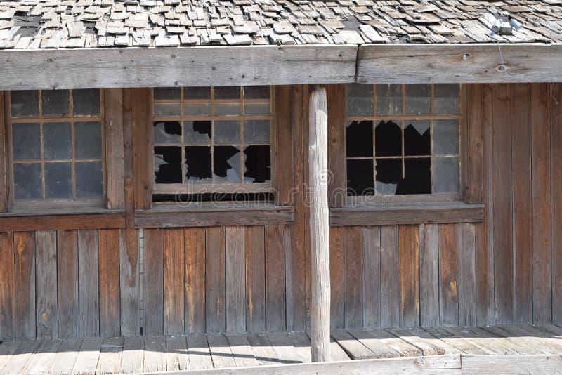 Övergiven kombinationsmotellbensinstation och restaurang på gamla Route 66 i Texas i förfall arkivfoton