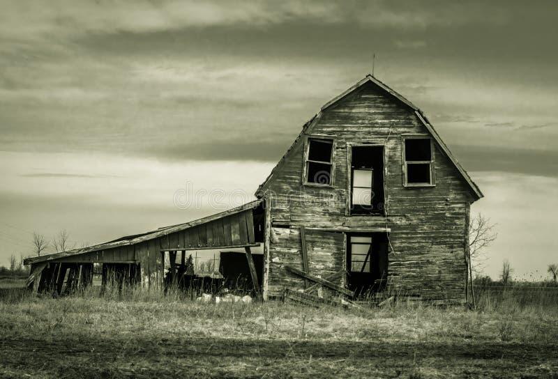 Övergiven ladugård arkivfoto