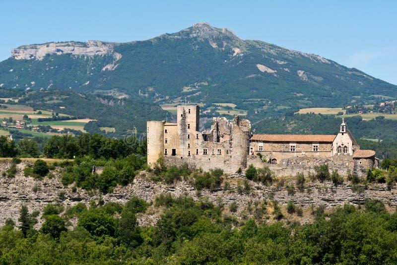 Övergiven medeltida slott i Provence arkivfoton