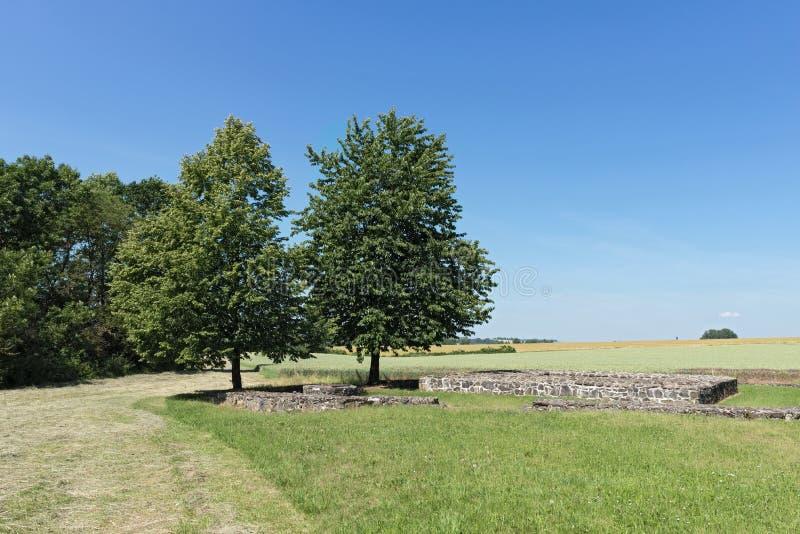 Övergiven slottarnsburg på muschelheim i wetterauen hesse Tyskland arkivbild