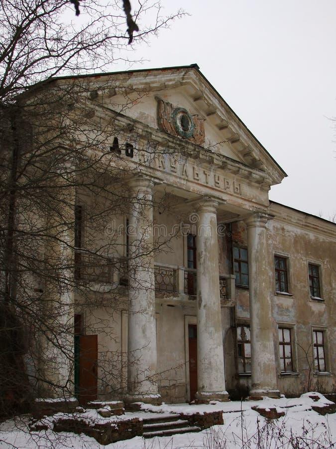 Övergiven USSR-byggnad arkivfoto
