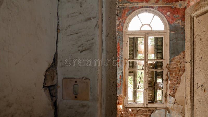 Övergiven villa - Grekland royaltyfria foton