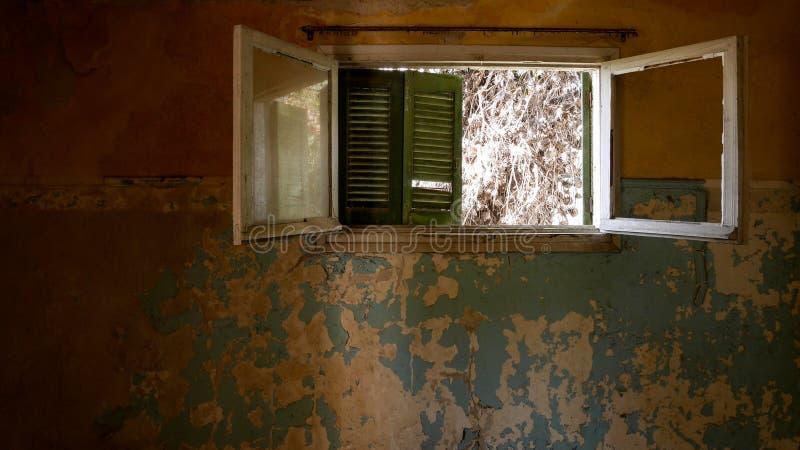 Övergiven villa - Grekland arkivfoton
