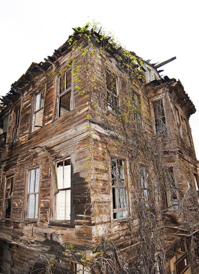 övergivet byggande gammalt trä royaltyfria bilder