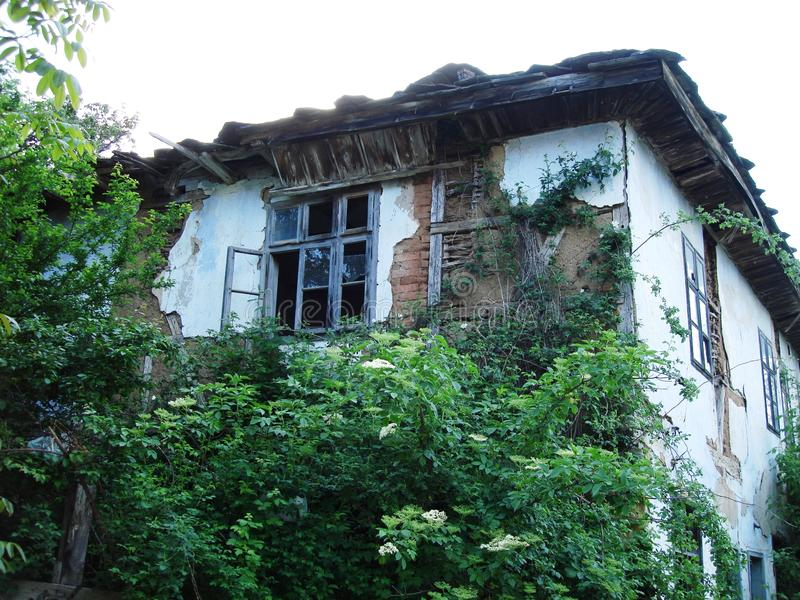 övergivet hus arkivfoton