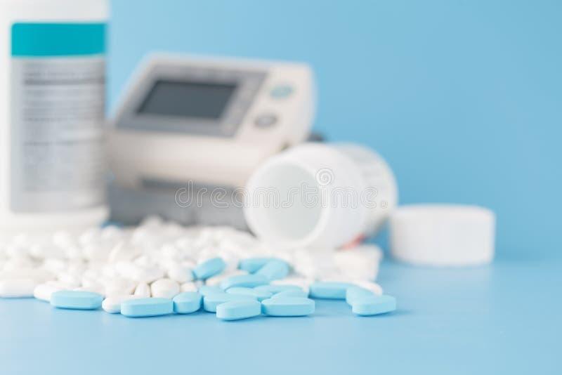 överhopa pills optometriker för läkarundersökning för bakgrundsdiagramöga arkivfoto