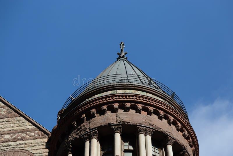 Överkant av ett av de många tornen med den gamla domstolsbyggnaden Toronto Ontario Kanada för utsmyckad design royaltyfri fotografi