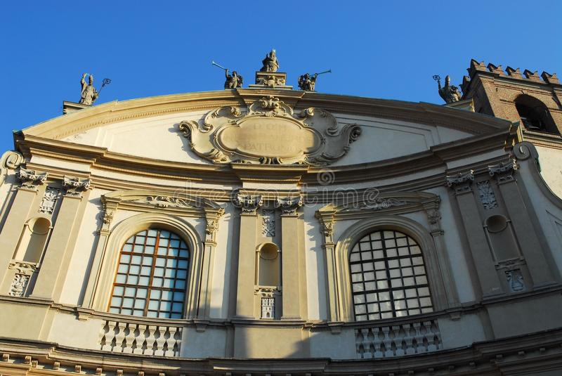 Överkanten av domkyrkan av Vigevano nära Pavia i Lombardy (Italien) arkivbild