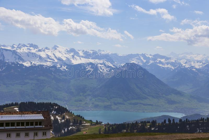Överkanten av Rigi Kulm Luzern Schweiz med fjällängar snöar bergsikt arkivbilder
