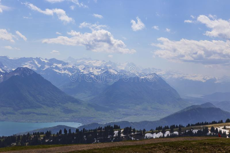 Överkanten av Rigi Kulm Luzern Schweiz med fjällängar snöar bergsikt fotografering för bildbyråer