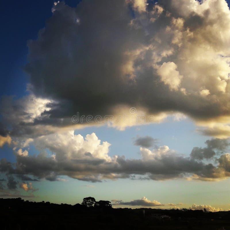Övermakten av molnen royaltyfri fotografi