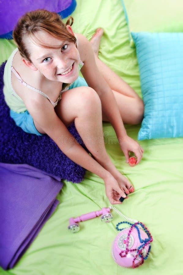 överraska barn för flickahearingnyheterna royaltyfria foton