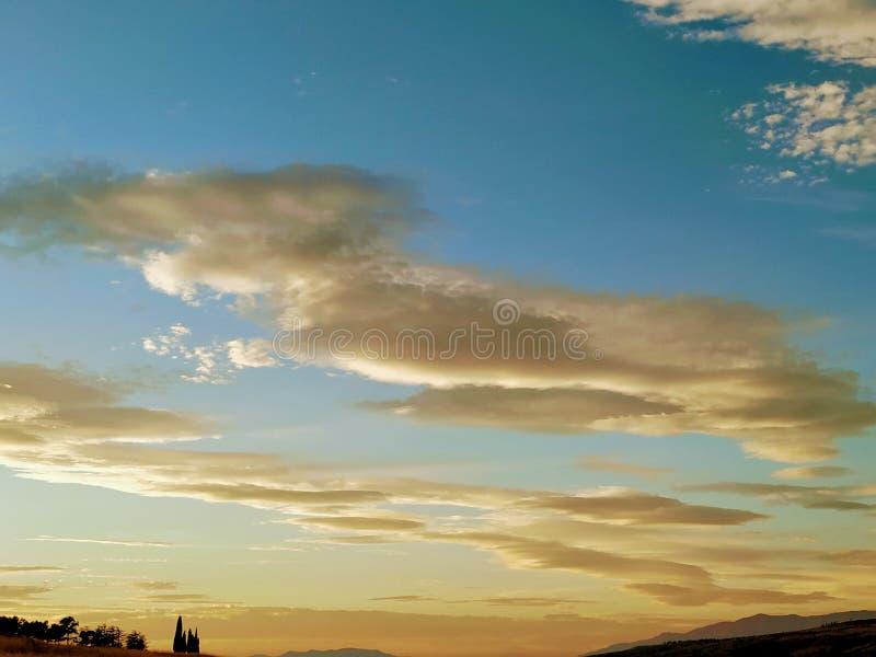 Överraska Tbilisi himmel arkivbild