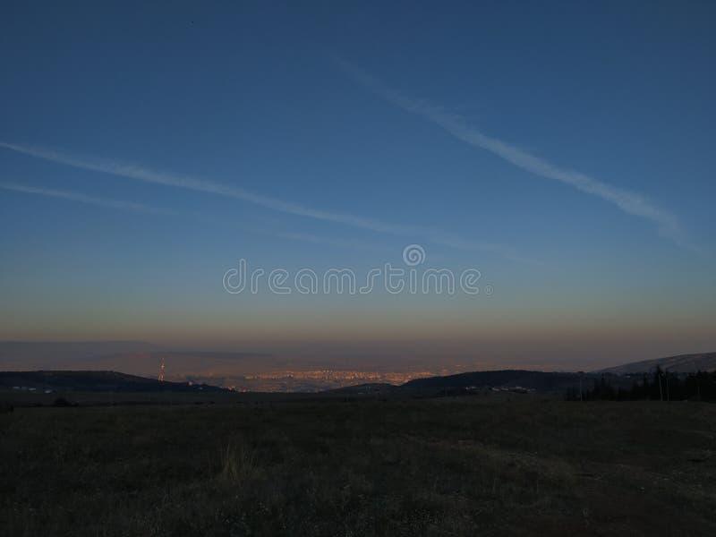 Överraska Tbilisi himmel royaltyfria bilder