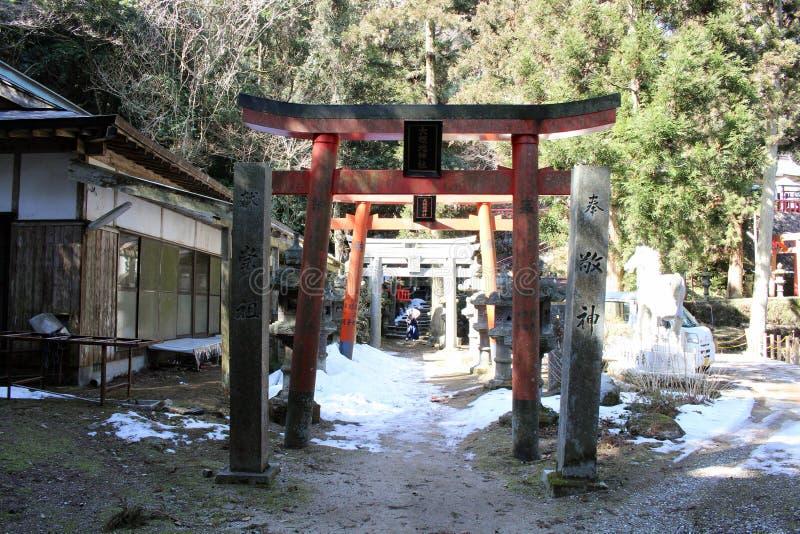 Översättning: runt om ` för `-Onechi relikskrin på Mt Onechi i Iizuka, royaltyfria bilder