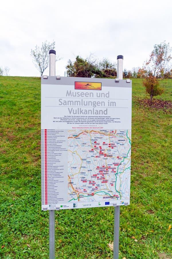 Översikt av turist- dragningar i sydliga Österrike, den så kallad laen arkivbild