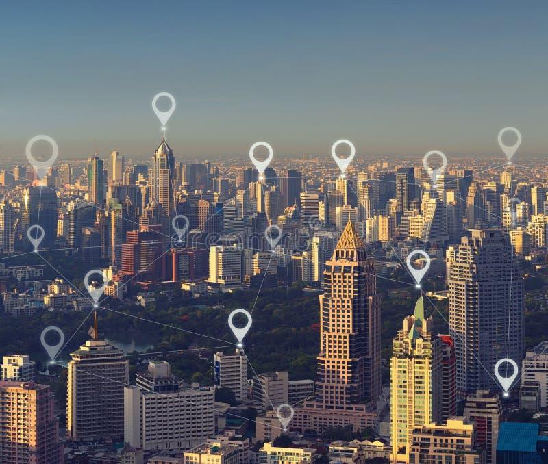Översiktsstiftlägenhet av den smarta staden, den globala affären och nätverket royaltyfri fotografi