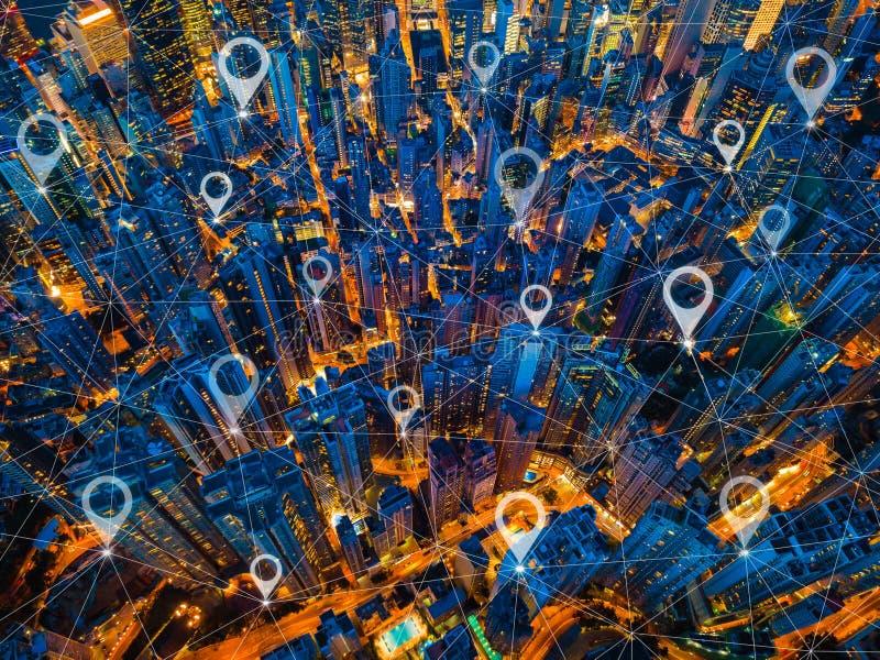 Översiktsstiftlägenhet av staden, den globala affären och nätverksanslutning lin arkivbild